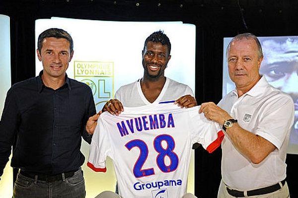 Arnold Mvuemba avec son nouveau maillot ( jeudi 6 septembre 2012)