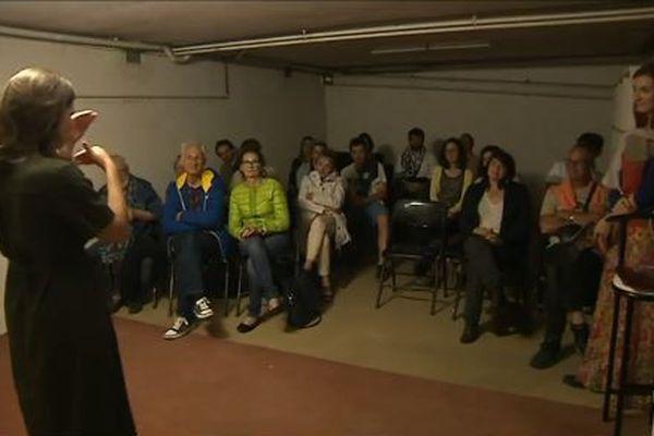 Ingrid Bellut interprète Chambres dans un sous-sol bordelais.