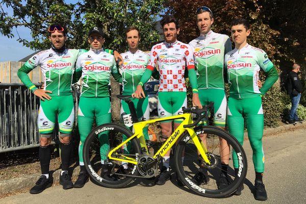 Adrien Lagree, meilleur grimpeur avec ses équipiers de Sojasun au départ du Tour de Bretagne 2019