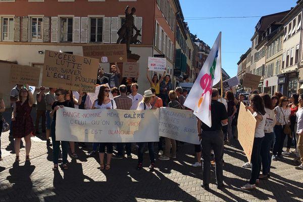 Rassemblement d'enseignants grévistes contre les lois Blanquer à Sarreguemines (Moselle), lundi 17 juin 2019.