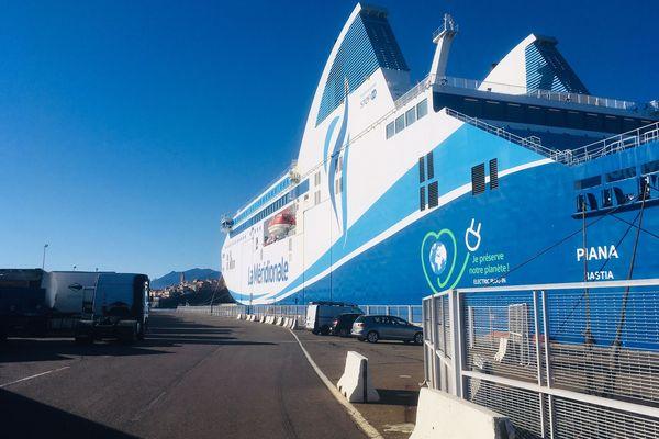 Un des bateaux La Méridionale au port de Bastia, jeudi 14 février 2019.