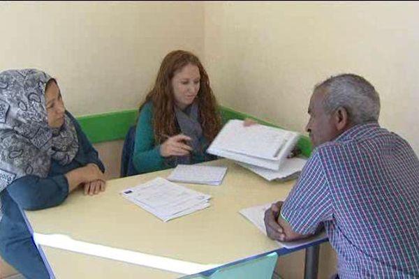 A Pessat-Villeneuve, les membres de l'association Forum-Réfugiés font le lien entre les migrants et les services de la préfecture