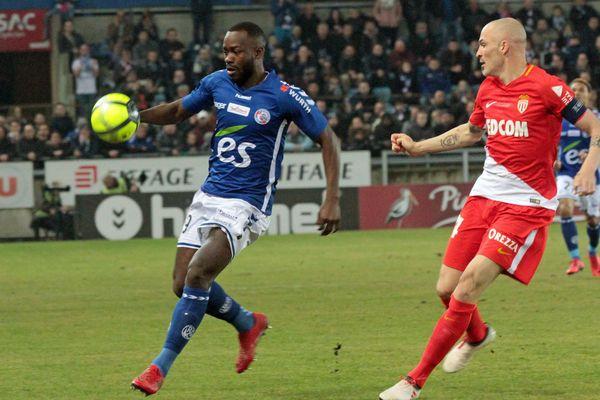 L'égalisation de Stéphane Bahoken, à la 19e minute (1-1), n'a rassuré les Strasbourgeois que quelques instants. Deux minutes plus tard, Rony Lopes redonnait l'avantage à l'AS Monaco.