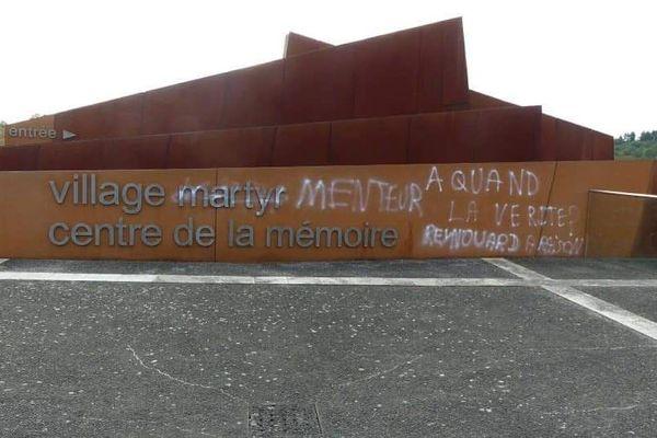 L'entrée du village martyr d'Oradour-sur-Glane profanée par des inscriptions révisionnistes