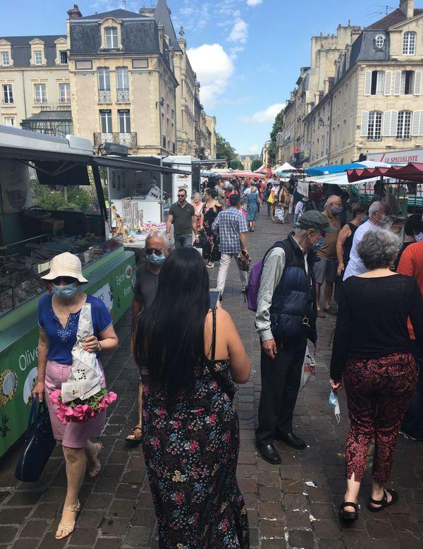 Le marché sur le place Saint-Sauveur de Caen le 26 juin 2020