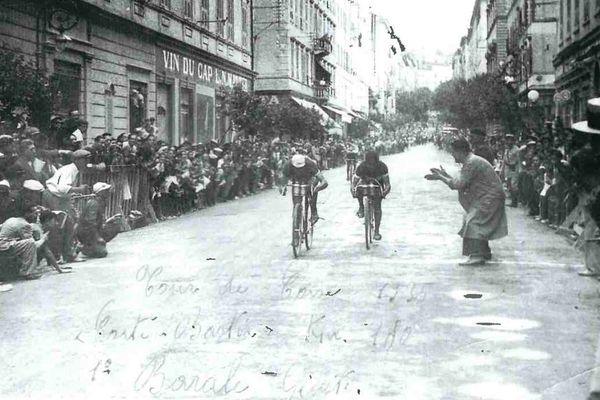 Joseph Barale et Dominique Giusti au coude à coude à l'arrivée de l'étape cortenaise du tour de Corse 1935