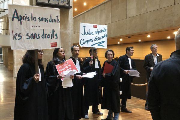 Des professionnels de justice manifestent contre la réforme Belloubet au TGI Lyon