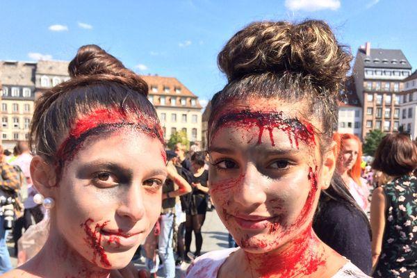 Deux amies zombies