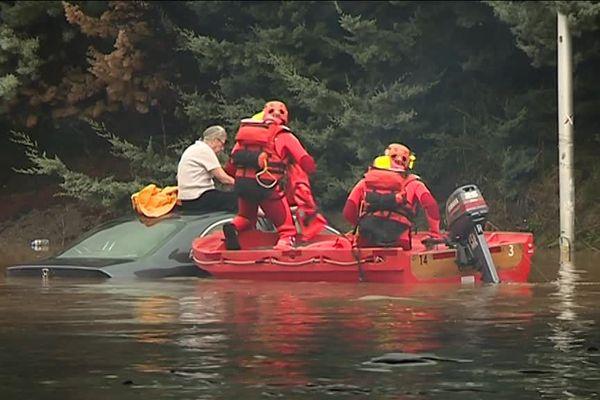 Un couple sauvé des eaux par le sapeurs-pompiers du Var à Roquebrune sur Argens.