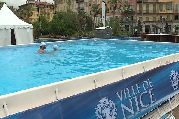La piscine hors-sol se situe sur la promenade du paillon à Nice, de nombreux cours y sont dispensés jusqu'au 31 août.