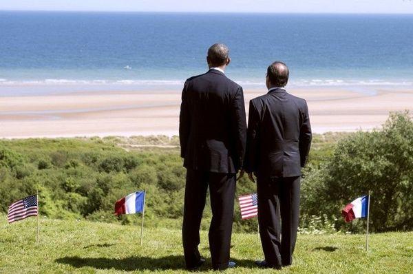 François Hollande et Barack Obama face à la plage d'Omaha beach, à Colleville-sur-mer, 6 juin 2014