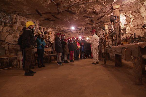 Se déconfiner à près de 80 mètres sous terre.