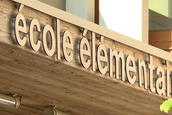 La façade de l'école élémentaire Simone Veil à Périgueux.