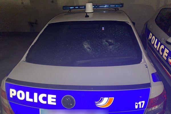 Plusieurs véhicules de police ont été caillassés dans la soirée