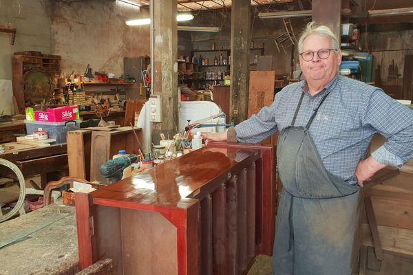 L'ébéniste René Van de Putte prend sa retraite et vend son atelier, créé en 1908.