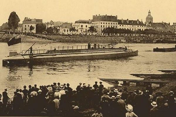 """Lancement du submersible """" Aguirre"""" à Chalon-sur-Saône, destiné à la Marine Péruvienne"""