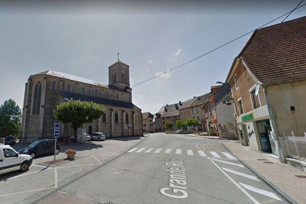 Champagne-en-Valromey, commune rurale d'environ 800 habitants, est située dans le sud du Bugey, dans le département de l'Ain.