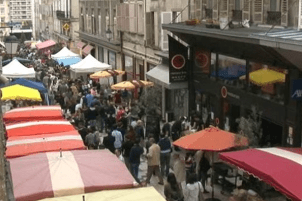 Archives. Le marché rue Haute-Vienne attire chaque année des milliers d'amateurs de produits locaux