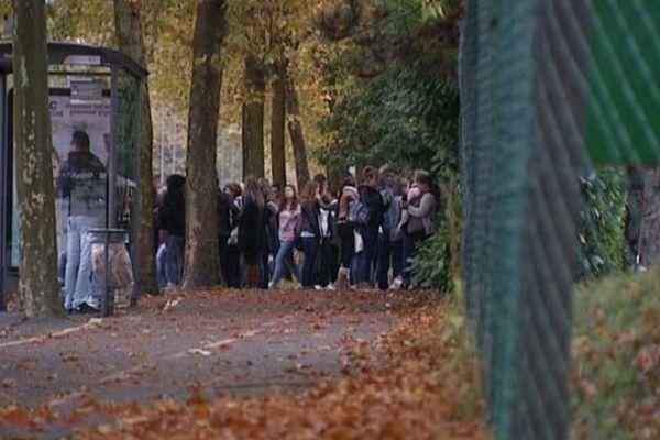 Entrée du Lycée Paul Gauguin à Orléans la Source (Loiret)