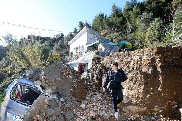 Le scooter de Céleste a été détruit le 20 décembre, dans l'éboulement du terrain de la maison où elle vit avec sa maman.