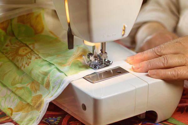 Illustration - Couturière bénévole pour la fabrication de masques contre le Coronavirus