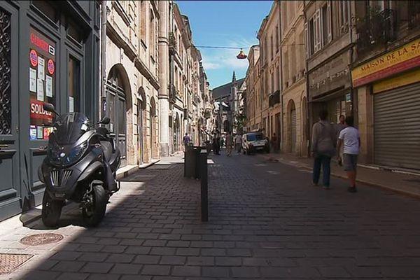 """L""""homme a été agressé à la sortie de son établissement, rue des Faures."""