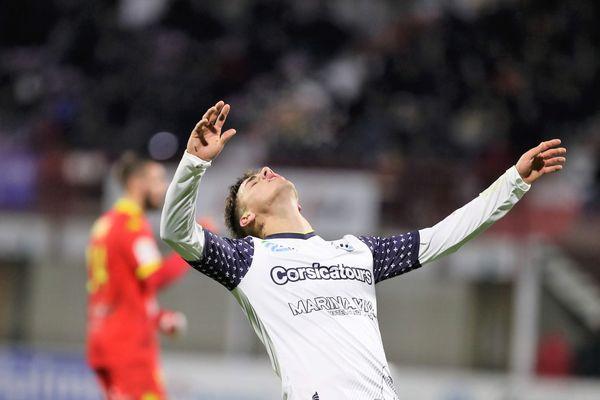 Le désarroi de Daniel Mancini, l'attaquant du Tours FC, au cours d'un match cauchemardesque
