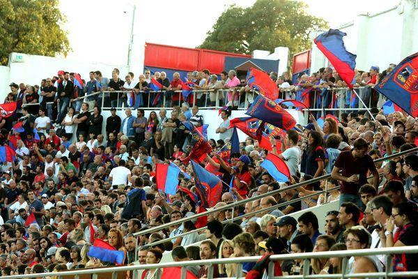 Le stade Ange-Casanova accueillera de nouveau les rencontres de National 2 à partir du 13 mars. Mais toujours sans public.