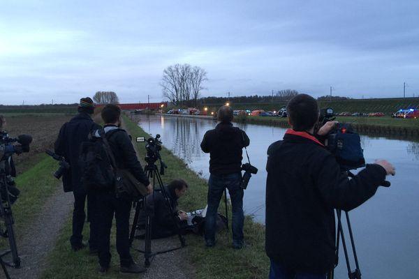 Les médias sont tenus à distance du lieu de l'accident