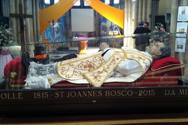Depuis 2009 les reliques de Don Bosco font le tour du monde. Mercredi 21 novembre 2012, elles passent par Saint-Dizier en Haute-Marne.