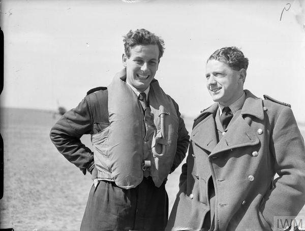 Peter Townsend (à gauche) en avril 1940.