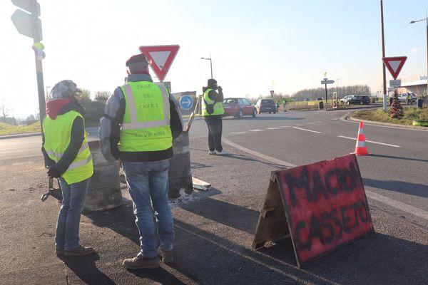 Les Gilets jaunes (ici à Setques en décembre dernier) ont tenté de bloquer Auchan Longuenesse, samedi 9 mars au matin