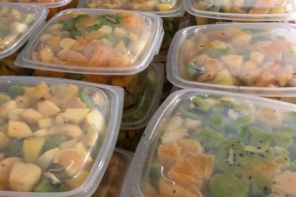 10,340 tonnes de salade de fruits, nouveau record du monde à Chécy dans le Loiret.