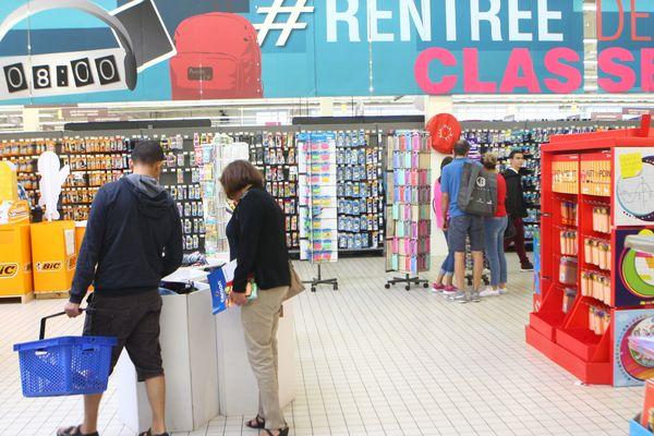 La rentrée scolaire dans un supermarché (image d'illustration).