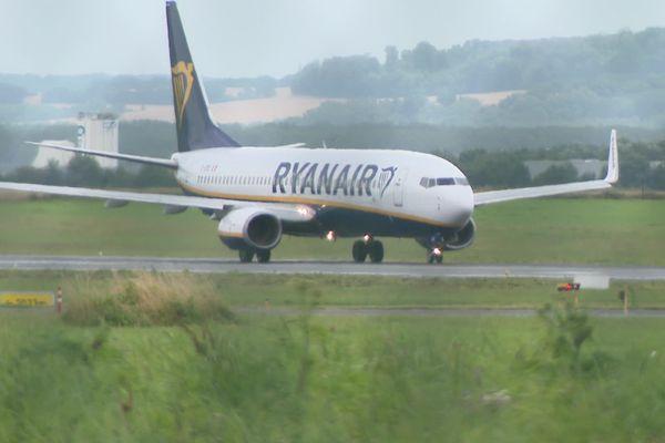 Grâce à l'arrêté de 2019, certains avions d'une compagnie privée avaient l'autorisation d'atterrir après 0 heure.