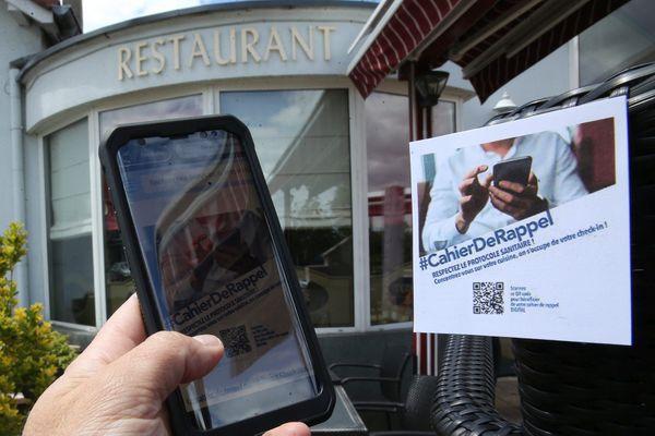 """Depuis le 9 juin 2021 les restaurants ont un """"cahier de rappel"""" et un pass sanitaire est demandé pour participer à de grands évènements rassemblant plus de mille personnes"""