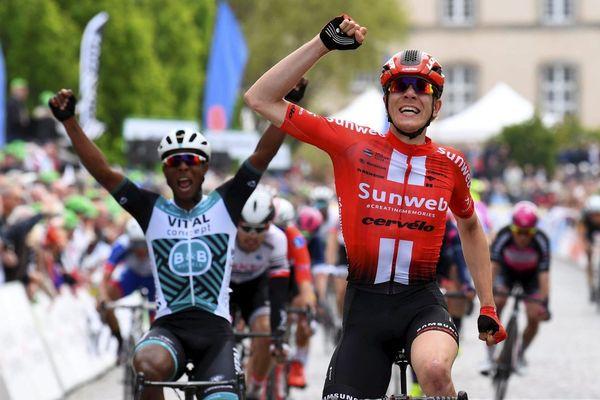 Un final plein de suspens, arbitré par le jeu des bonifications, qui verra la victoire de Lorrenzo Manzin, alors sprinteur de la formation bretonne Vital-Concept-B&B hotels.