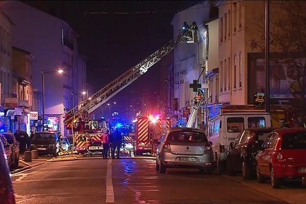 Le 9 février 2019 dernier route de vienne à Lyon 8è dans le Rhône, une femme enceinte et son enfants de 4 ans perdaient la vie dans un incendie mortel. Le feu avait démarré dans une boulangerie au rez-de-chaussée d'un immeuble. Deux hommes ont été mis en examen et en détention ce jeudi 18 juillet.
