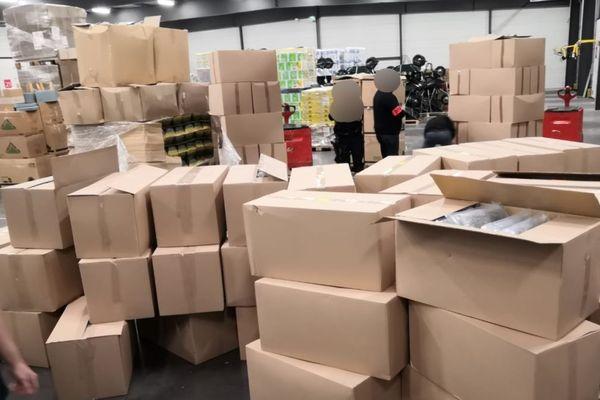 Les douaniers de Dijon ont saisi 438 kilos d'herbe de cannabis et 92 000 médicaments cachés dans un camion contrôlé sur l'autoroute A31 le 14 mai 2020.