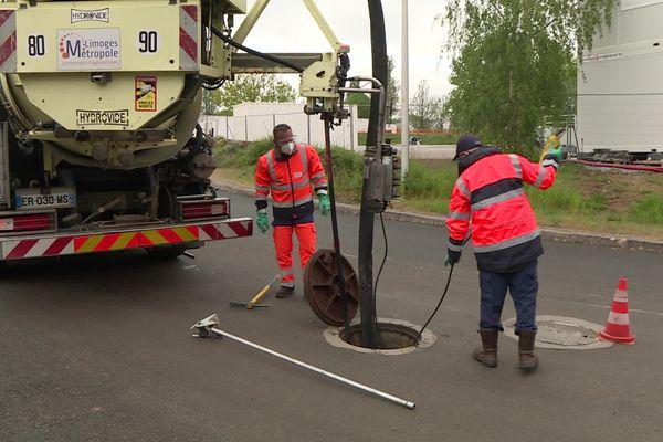 Les égoutiers de Limoges métropole entretiennent le réseau d'assainissement, or des traces de coronavirus sont présentes dans le eaux usées.
