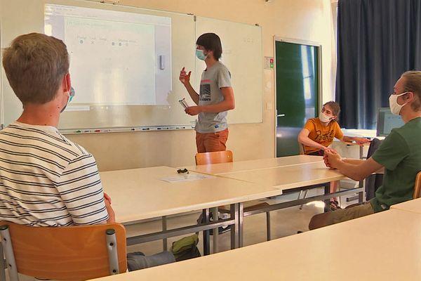 Les 4  lycéens de Seine-Maritime qui, après avoir remporté la finale du tournoi français des jeunes mathématiciens, vont représenter la France au tournoi international en octobre  2021.