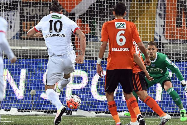 But de Zlatan Ibrahimovic, lors de la demi-finale FC Lorient/PSG, en coupe de France, le 19 avril 2016.