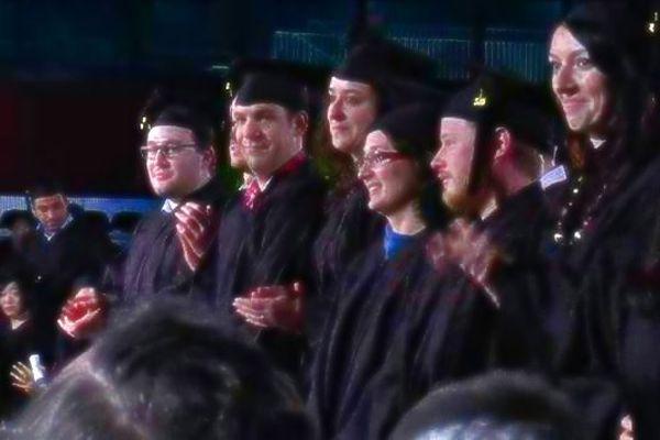 La cérémonie de remise de diplôme a eu lieu en présence de la famille et des amis des lauréats