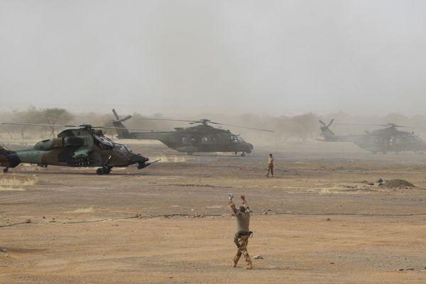 Des hélicoptères de l'armée française au Mali dans le cadre de l'opération antijihadiste Barkhane