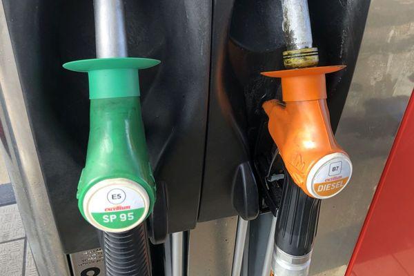 En Corse, le carburant affiche sa spécificité à la pompe, son prix.