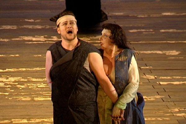 Merunas Vitulskis et Serenea Farnocchia sur la scène de l'opéra de Lille