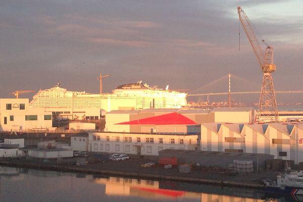 Le port de Saint-Nazaire et les chantiers STX