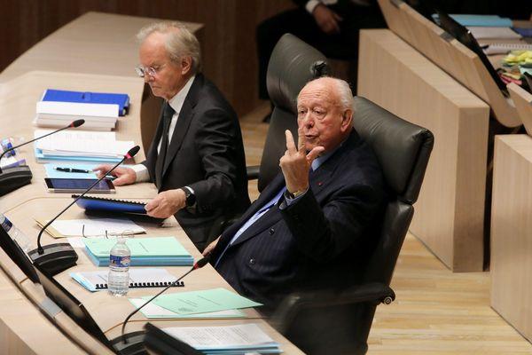 """Le maire LR, Jean-Claude Gaudin, renonce à l'ouverture d'une """"salle de shoot""""."""