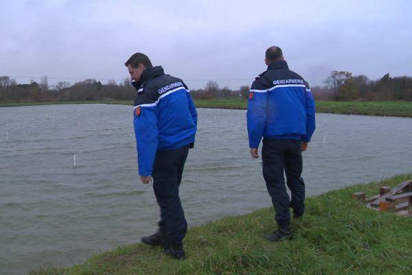 Les gendarmes surveillent les parcs à huîtres pour prévenir les vols.