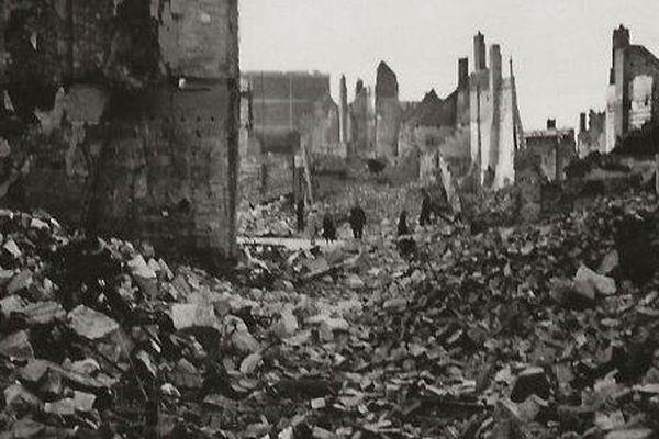 La rue Delambre en ruines.